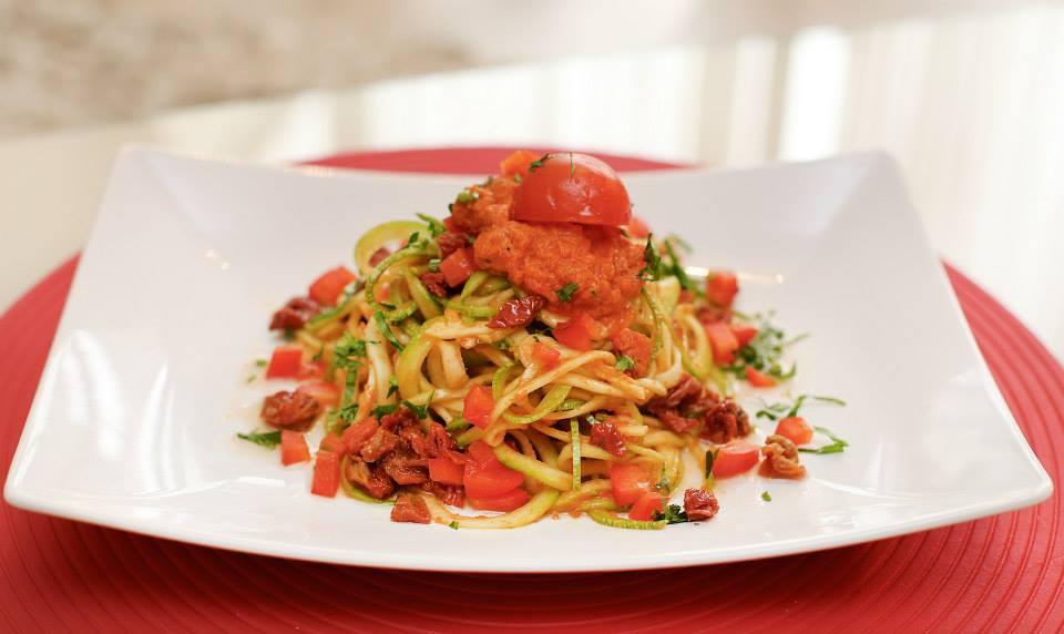 Spaghette raw cu sos de rosii