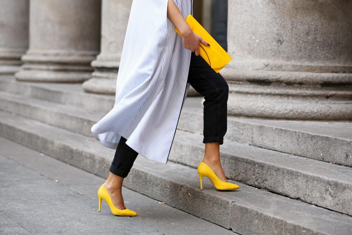 Yellow shoes, Cape, Carmen Negoita, Milan Fashion Week1 (1)