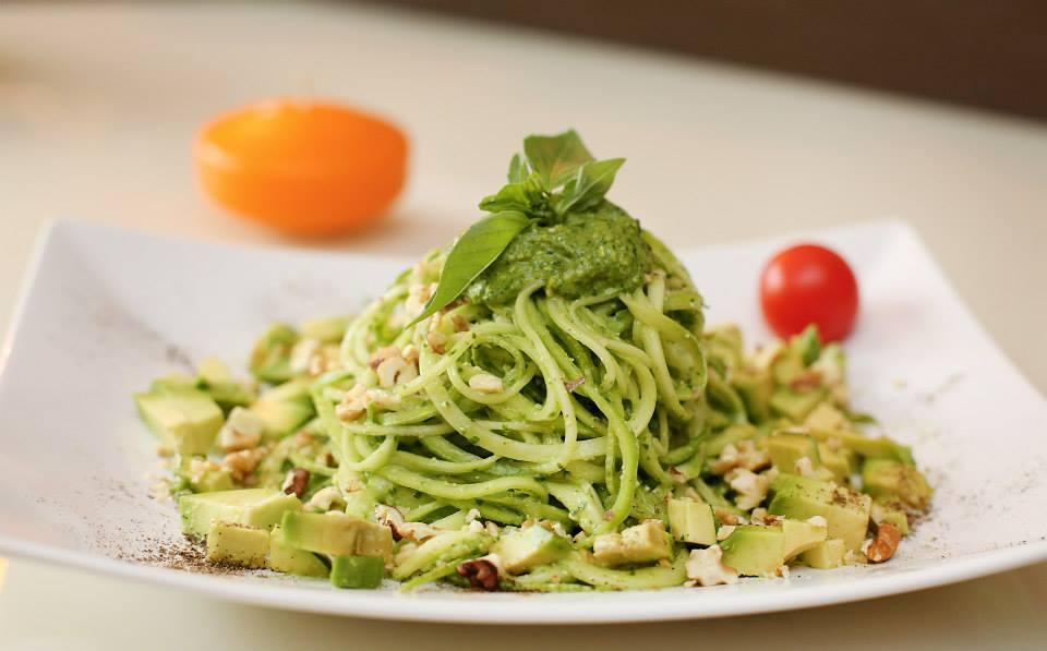 spaghete cu avocado si sos pesto