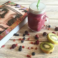 Good morning weekend! Time for my smoothie pomegranate kiwi cranberryhellip