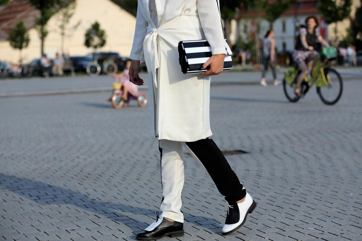 Carmen-Negoita-Ana-Parva-Balck-White-Shoes-Feeric-Fashion-Days-Alba-Iulia
