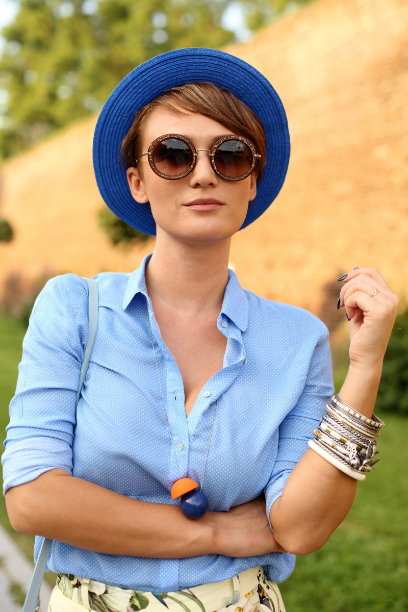 Carmen-Negoita-Blue-Hat-Feeric-Fashion-Days-Alba-Iulia-2015