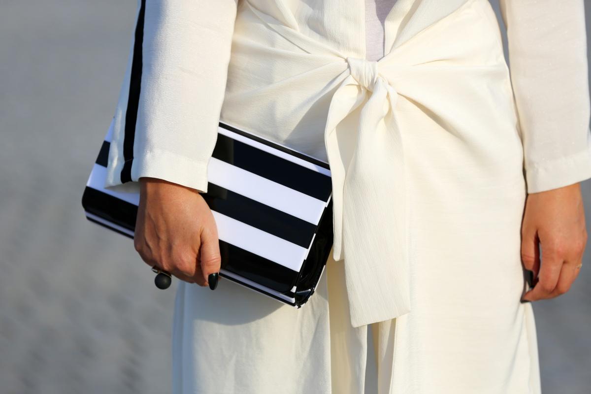 Carmen-Negoita-Lulu-Guinnes-Balck-And-White-Clutch-Bag-Feeric-Fashion-Days-Alba-Iulia