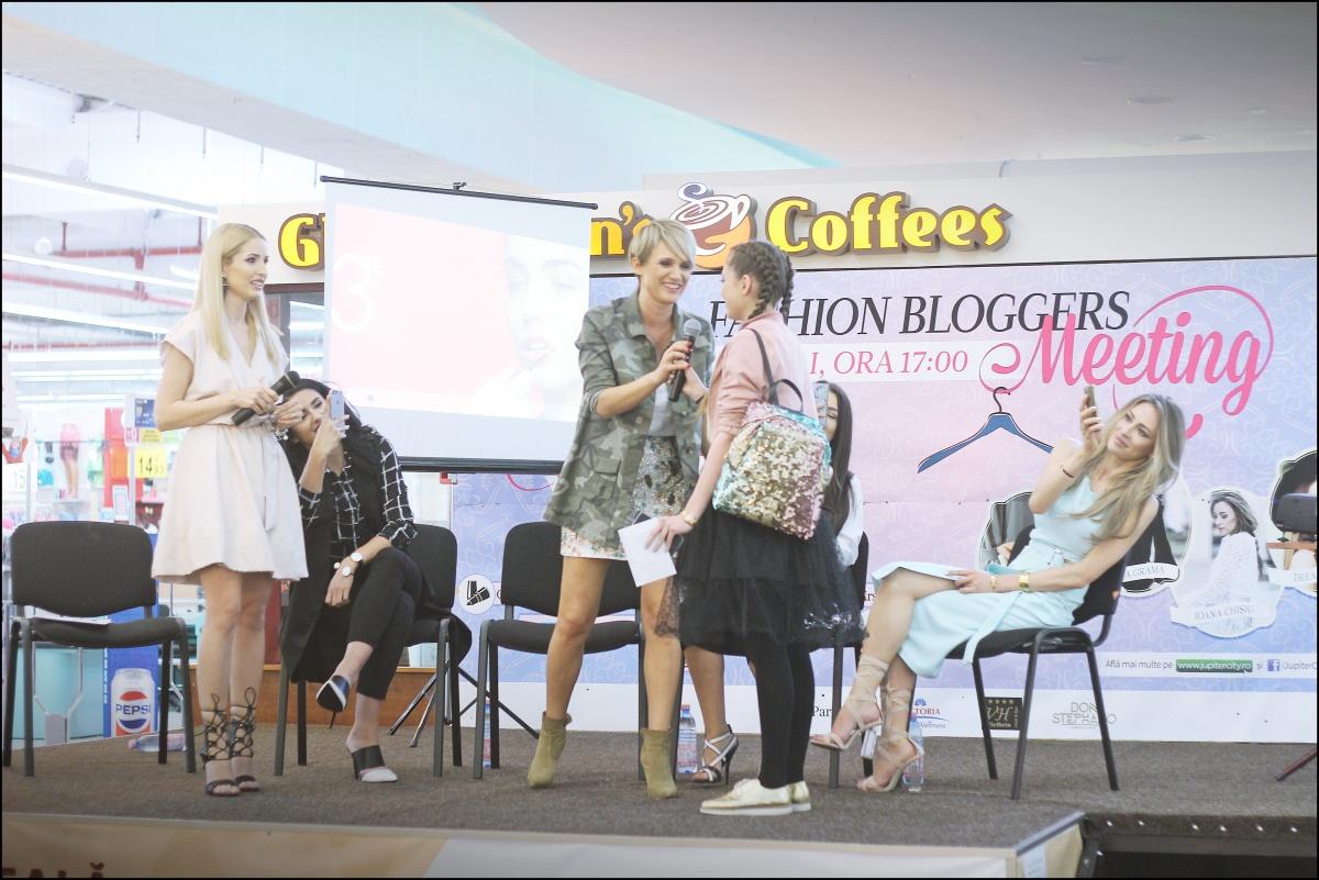 Fashion bloggers meeting @Jupiter City Pitesti